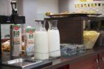 Scelta di latte buffet colazione hotel